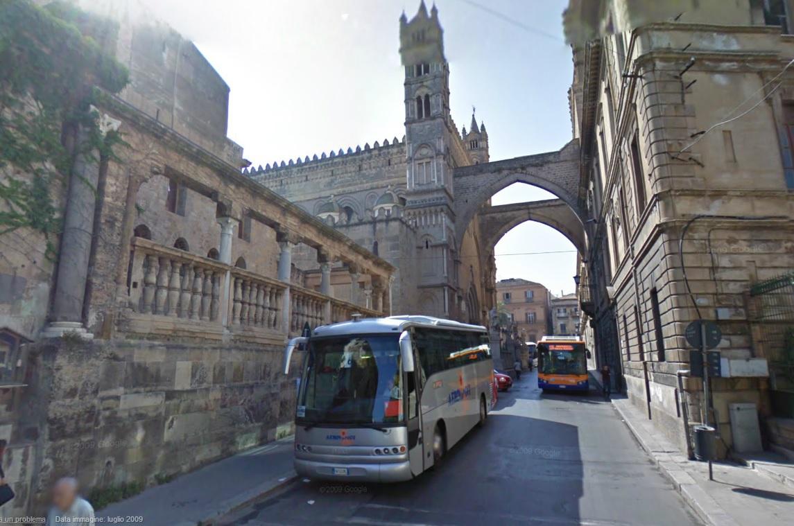 Stop ai pullman turistici in centro storico mobilita palermo for Mobilita palermo