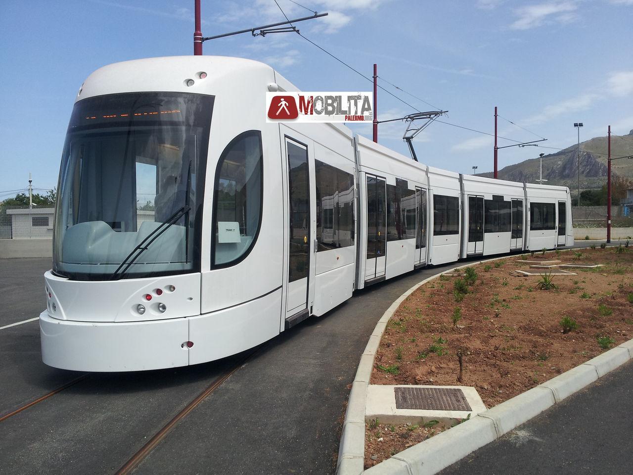 E il tram arriv in via ernesto basile mobilita palermo for Mobilita palermo