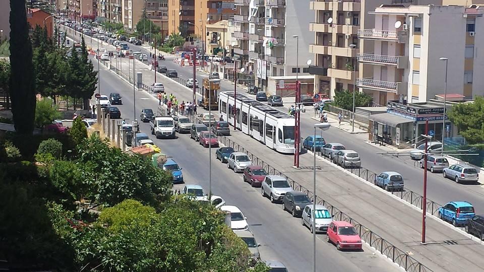 foto video ecco il tram ufficialmente per strada