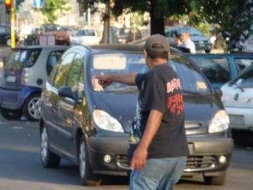 Parcheggiatori abusivi,2 daspo a Palermo