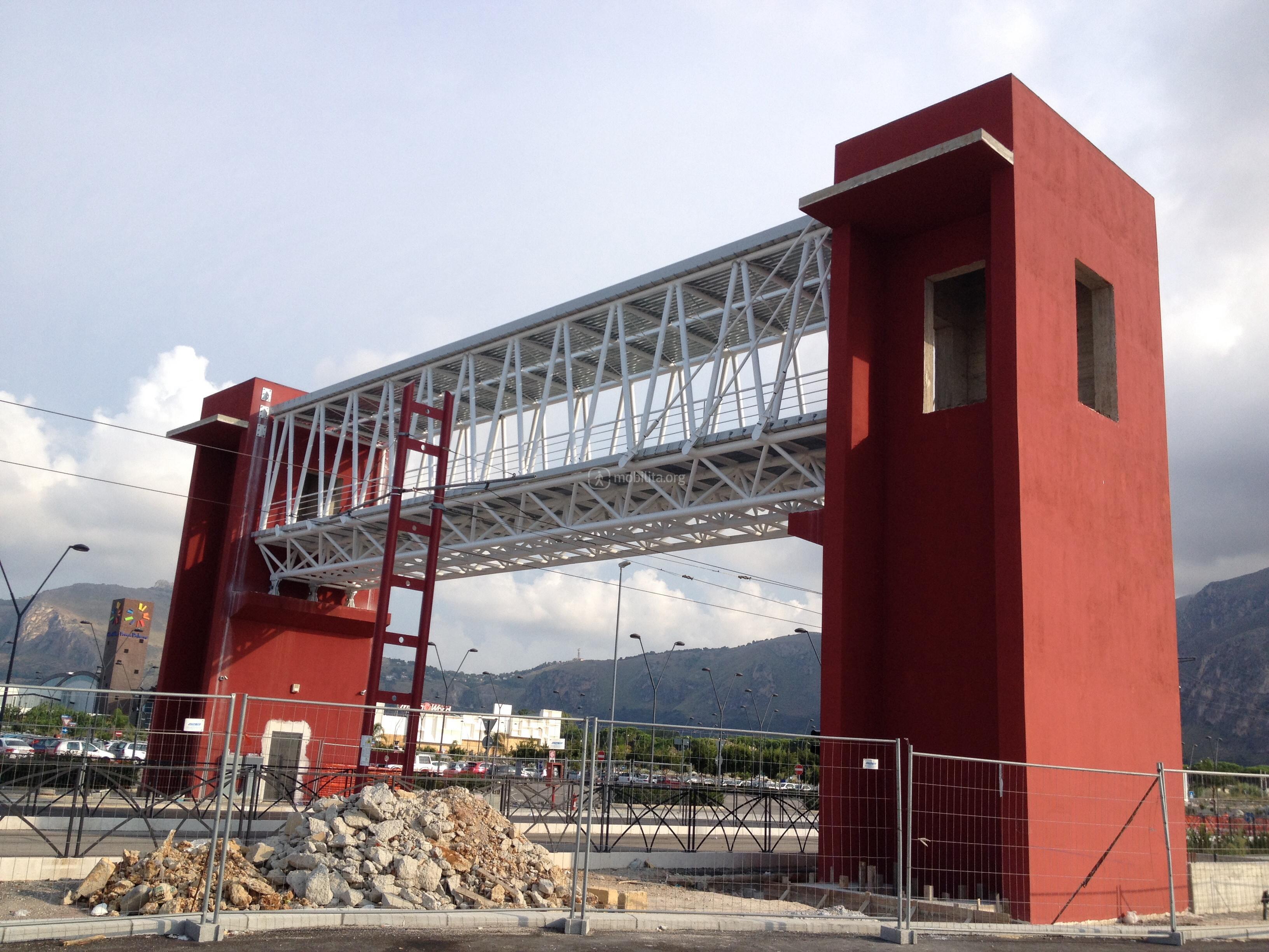 Installato il nuovo sovrappasso pedonale a roccella forum for Leroy merlin palermo forum
