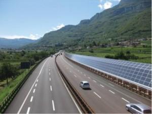 Barriera antirumore fotovoltaica installata nei pressi di Isera lungo l'Autobrennero