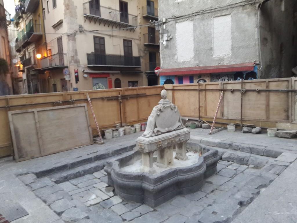Prosegue il restauro della fontana del garraffello for Mobilita palermo