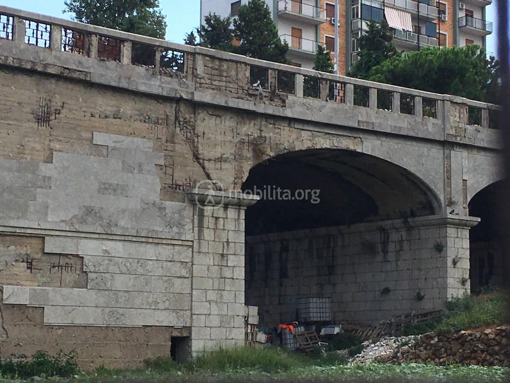 Legno Naturale Viale Regione Siciliana Palermo : Reportage fotografico lo stato dei ponti sul fiume oreto